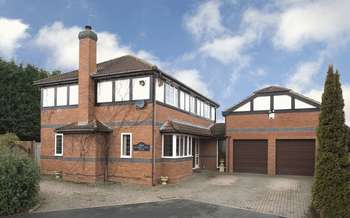 4 Bedrooms Detached House for sale in Meadow View House, Himley Lane, Himley