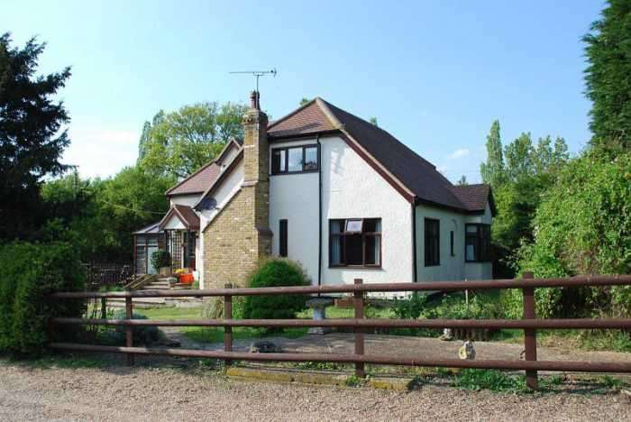 5 Bedrooms House for sale in Lynton, Essex, CM13 3SP
