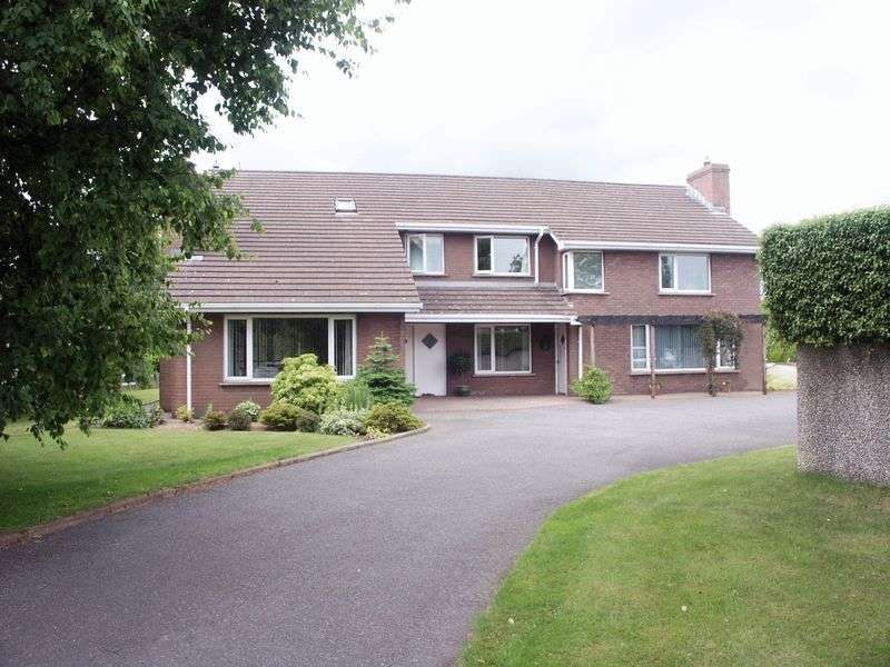 5 Bedrooms Detached House for sale in Detached House