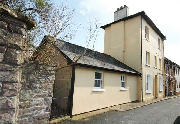3 Bedrooms End Of Terrace House for sale in Dainter Street, Brecon, Powys