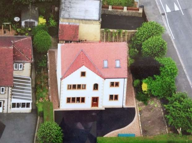 5 Bedrooms Detached House for sale in Bankfield Drive, Nab Wood, Shipley