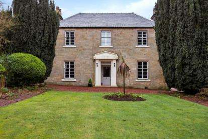 4 Bedrooms Detached House for sale in Weavers Yard, Douglas