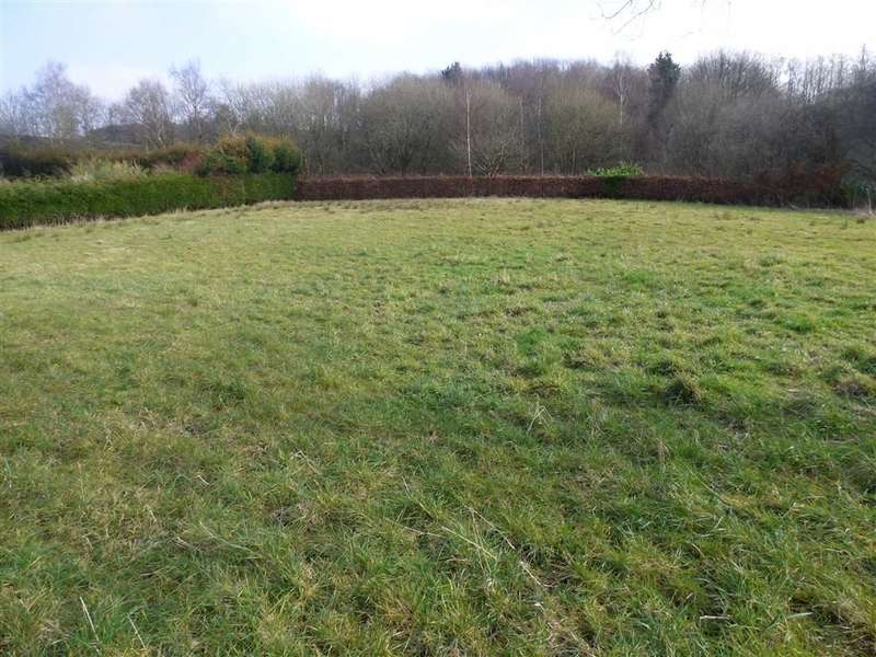 Property for sale in The Shaw, GLOSSOP, Derbyshire, SK13