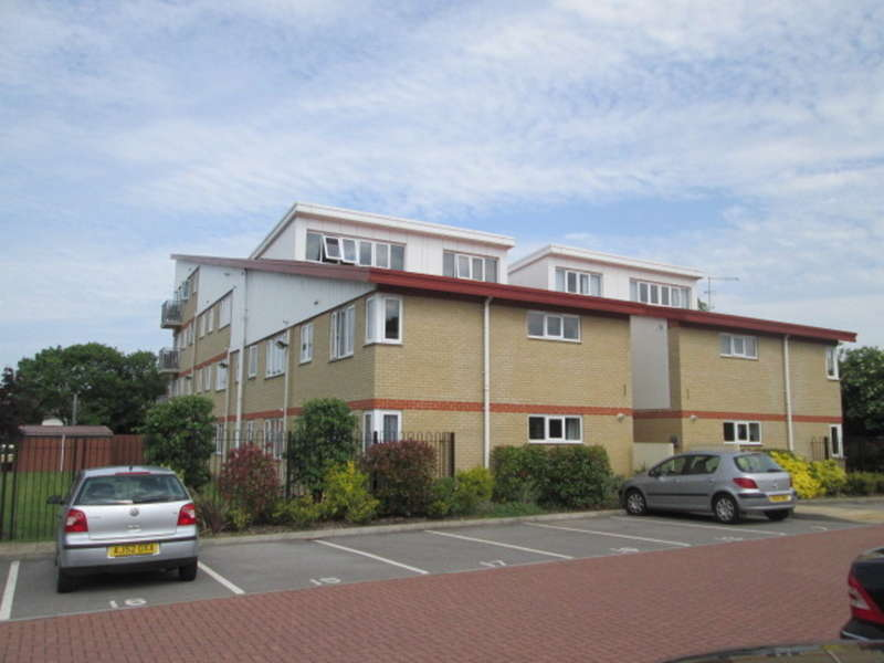 2 Bedrooms Ground Flat for sale in Flat, Castle Point, Lincoln Road, Peterborough