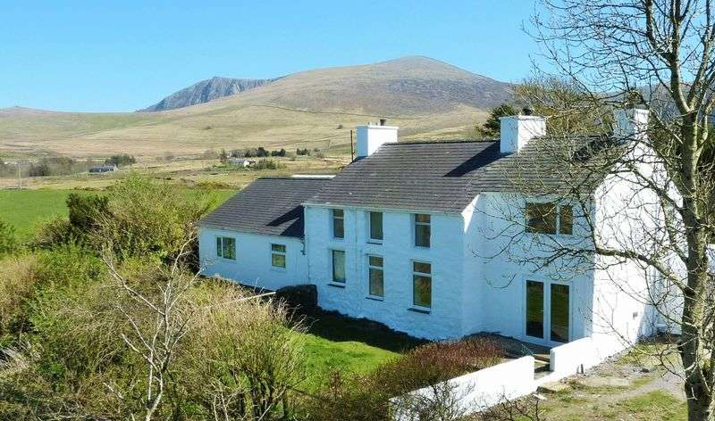 5 Bedrooms Detached House for sale in Nebo, Caernarfon.