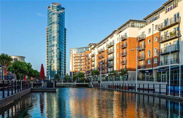 2 Bedrooms Apartment Flat for sale in Building, Gunwharf Quays, Portsmouth