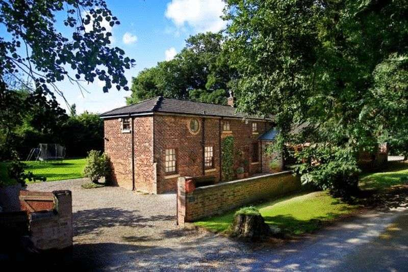4 Bedrooms Detached House for sale in Mere Road, Newton-le-Willows