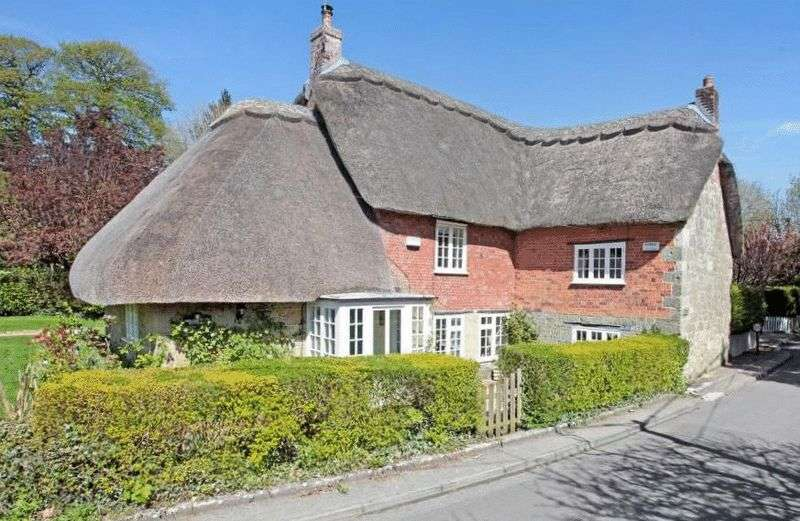 3 Bedrooms House for sale in East Knoyle, Wiltshire/Dorset Border