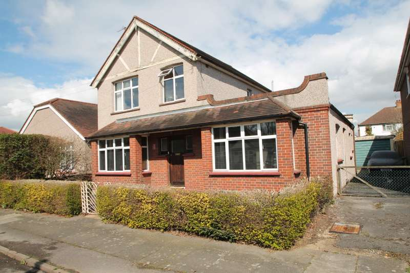 4 Bedrooms Detached House for sale in Talbot Road, Ashford, TW15