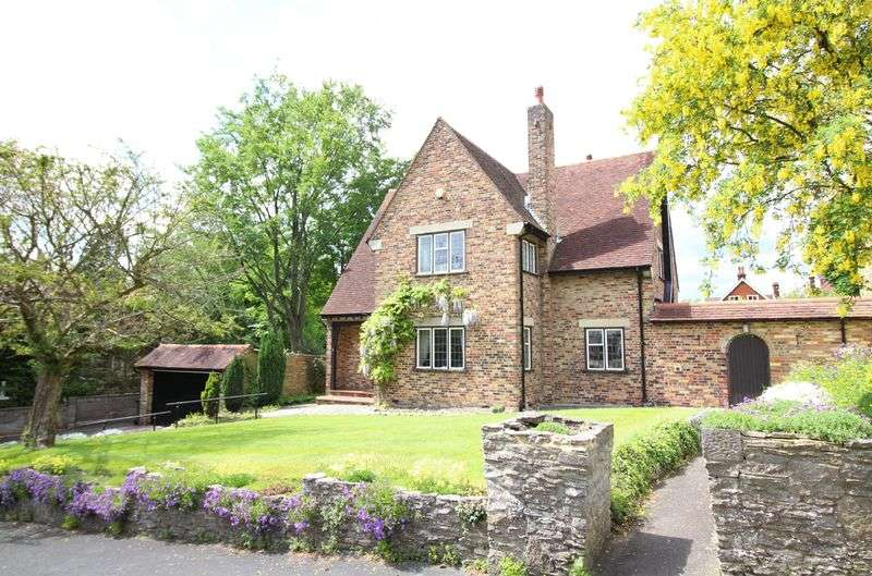 3 Bedrooms Detached House for sale in East Hill, Sanderstead, Surrey