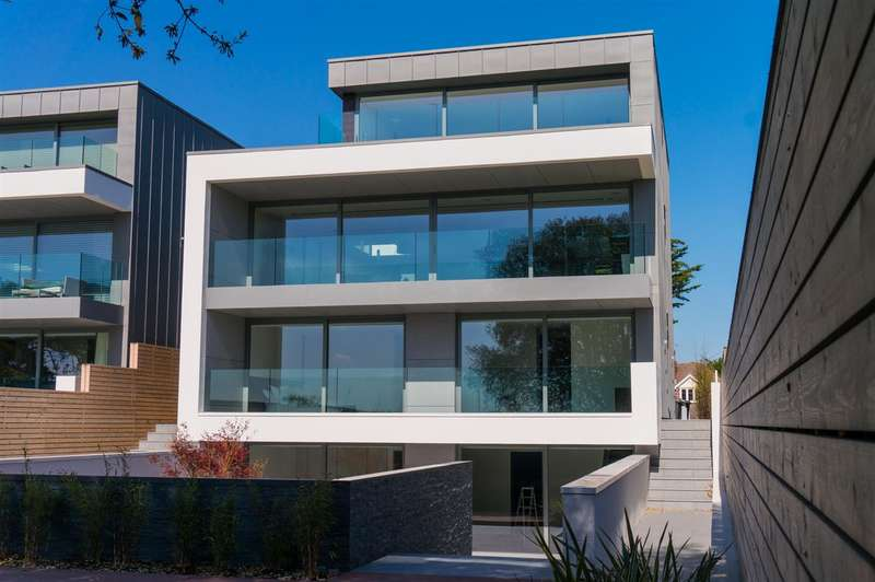 5 Bedrooms Detached House for sale in Lilliput