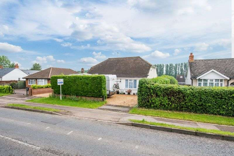 4 Bedrooms Detached House for sale in Stoke Road, Bletchley, Milton Keynes