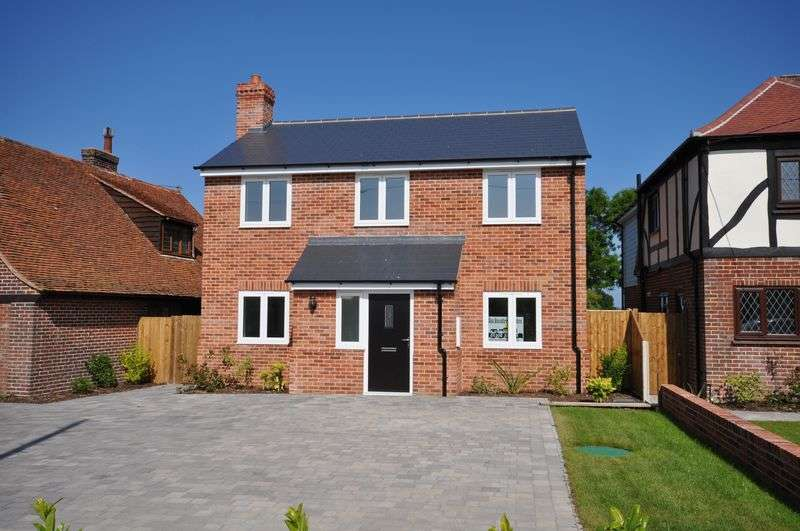4 Bedrooms Detached House for sale in The Tides, Ivy Lane, East Mersea, Essex
