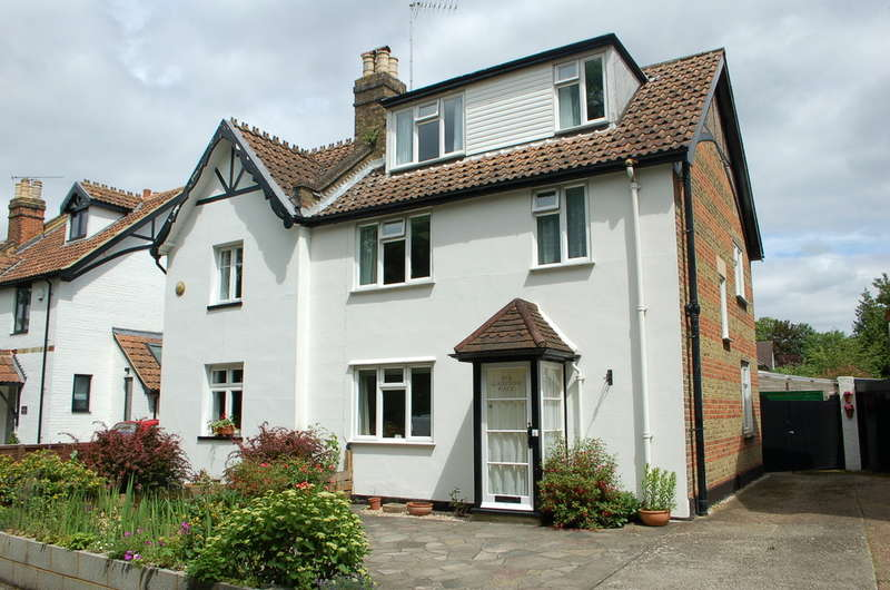 3 Bedrooms Property for sale in East Molesey