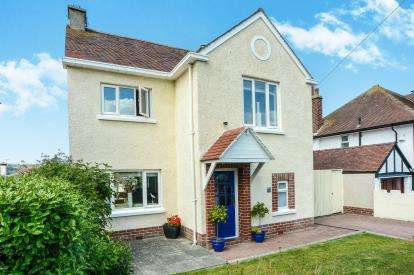 3 Bedrooms Detached House for sale in Vicarage Avenue, Llandudno, Conwy, Vicarage Ave, LL30