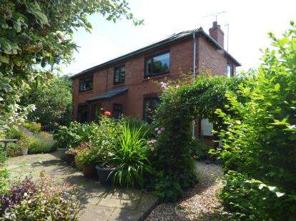3 Bedrooms Semi Detached House for sale in Thornton Green Lane, Thornton-Le-Moors, Chester, Cheshire, CH2