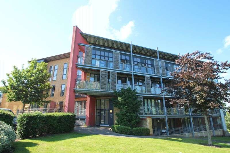 2 Bedrooms Flat for sale in Park Lane, Greenhithe