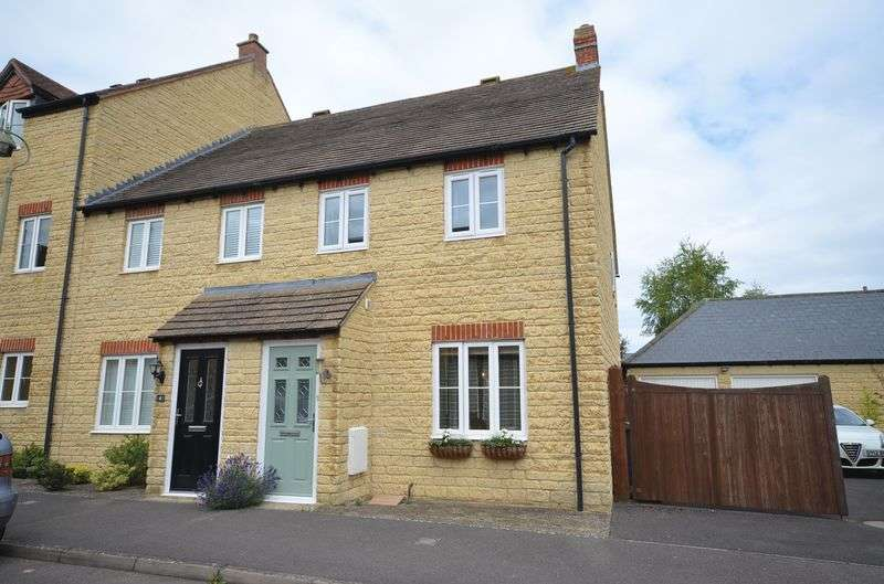 3 Bedrooms Terraced House for sale in Russett Avenue, Carterton