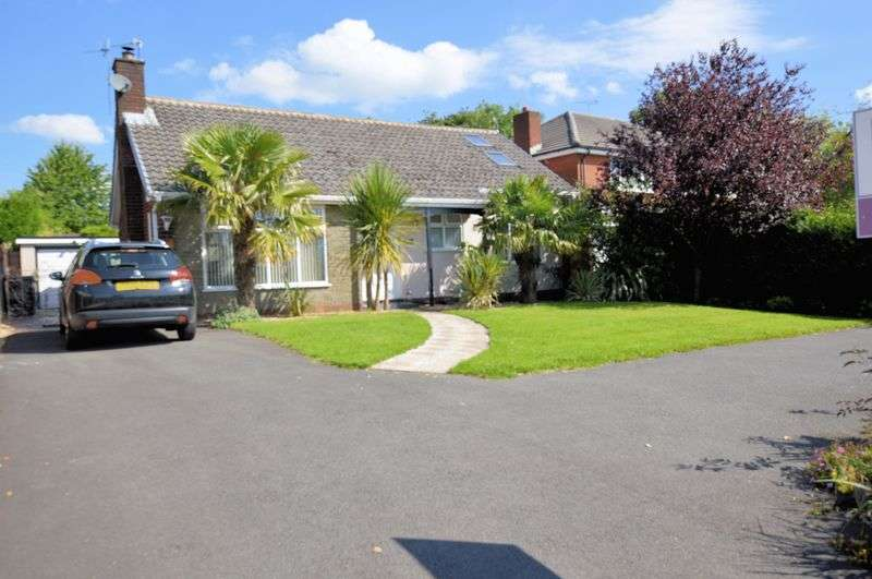 3 Bedrooms Detached Bungalow for sale in Bury & Bolton Road, Manchester