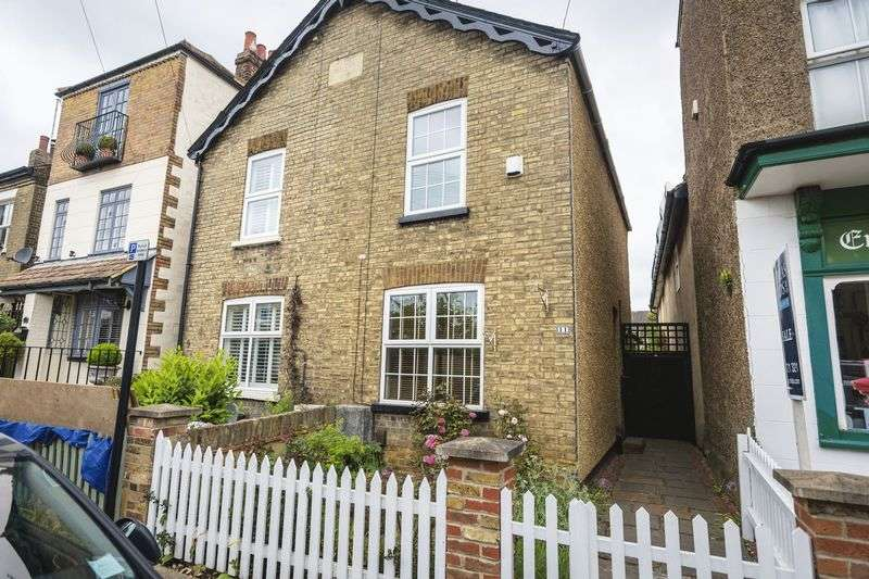 2 Bedrooms Semi Detached House for sale in Talbot Street, Hertford
