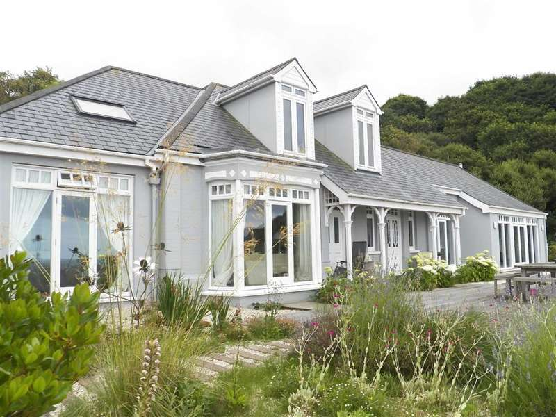 4 Bedrooms Property for sale in TRESAITH