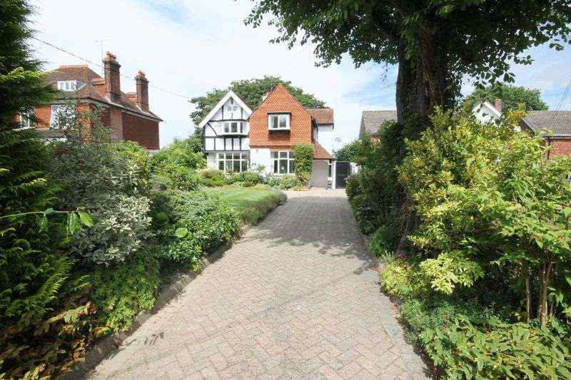 4 Bedrooms Detached House for sale in Silverdale Road, Burgess Hill, West Sussex