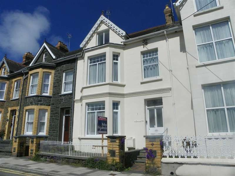 5 Bedrooms Property for sale in Penslade Terrace, Fishguard