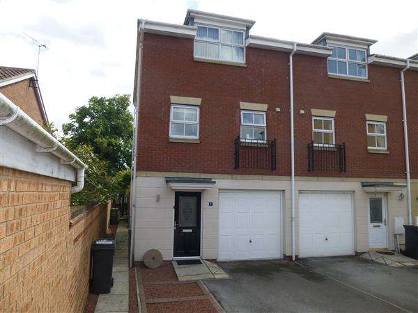 3 Bedrooms Town House for sale in Eccles Close, Rawcliffe, York
