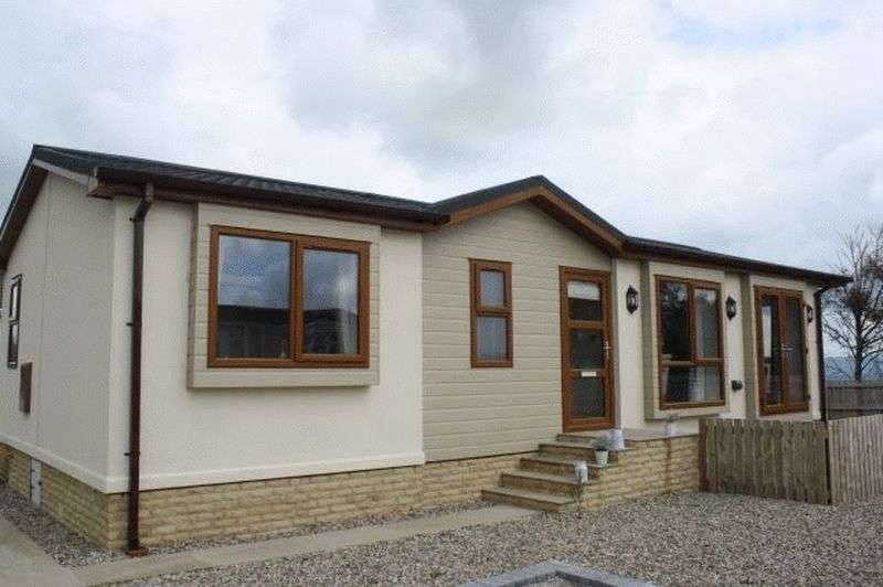 2 Bedrooms Bungalow for sale in 4 High View, Dales View Park, Salterforth, Barnoldswick, Lancashire, BB18 5WF