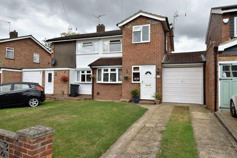3 Bedrooms Semi Detached House for sale in Lakefield Avenue, Toddington