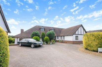 4 Bedrooms Bungalow for sale in Farm End, London