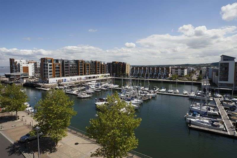 2 Bedrooms Flat for sale in Newfoundland Way, Portishead, Penthouse Apartment