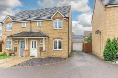 3 Bedrooms Semi Detached House for sale in Hulme Close, Clapham, Bedford, Bedfordshire