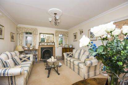 4 Bedrooms Detached House for sale in Seaview, Isle Of Wight, Holgate Lodge