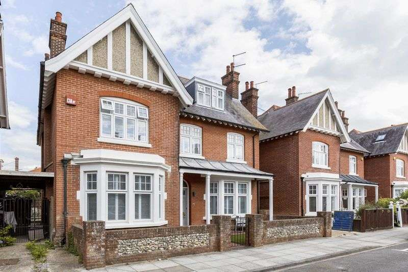 4 Bedrooms Detached House for sale in Cousins Grove, Southsea