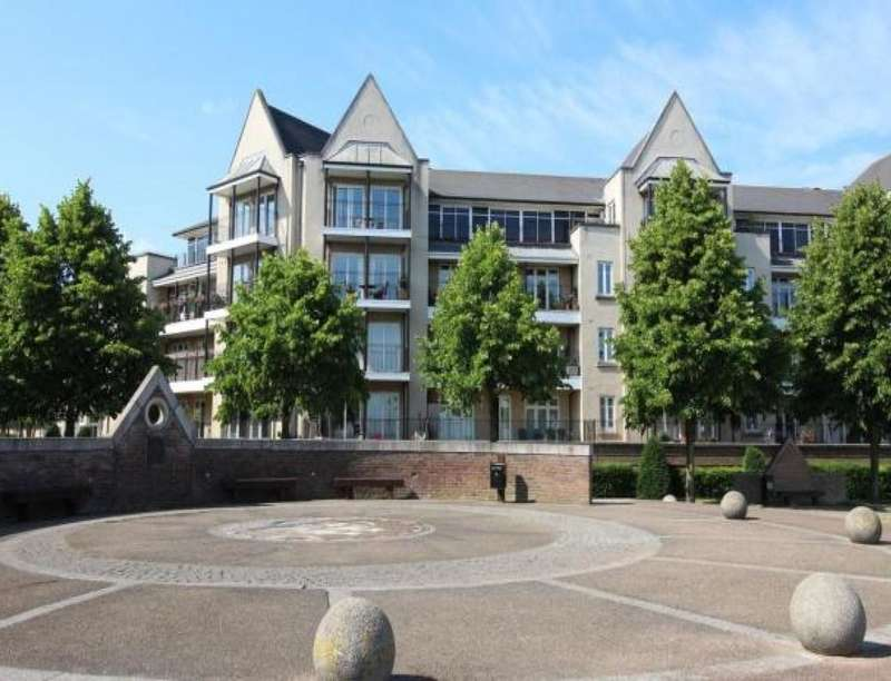 2 Bedrooms Flat for sale in The Boulevard, Greenhithe, DA9