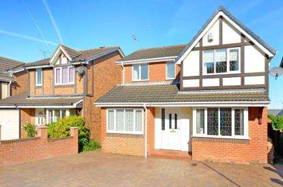 4 Bedrooms Detached House for sale in Peacock Close, Killamarsh, Sheffield, Derbyshire