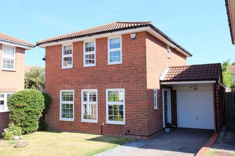 4 Bedrooms Detached House for sale in Brewers Field, Dartford