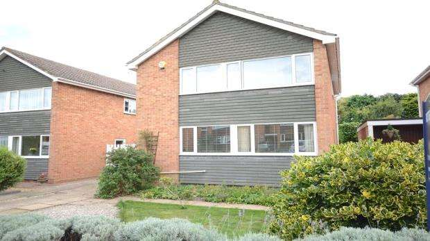 4 Bedrooms Detached House for sale in 60 Lunds Farm Road, Woodley, Reading, RG5 4PZ