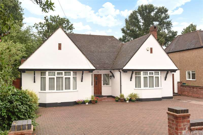 4 Bedrooms Bungalow for sale in Ivy House Road, Ickenham, Middlesex, UB10