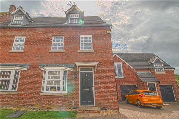 4 Bedrooms Terraced House for sale in Addis Close, Burton Latimer