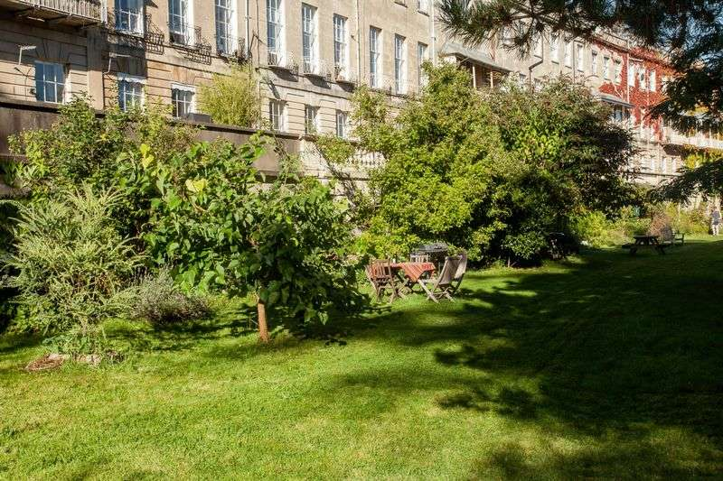 3 Bedrooms Flat for sale in Cornwallis Crescent, Clifton