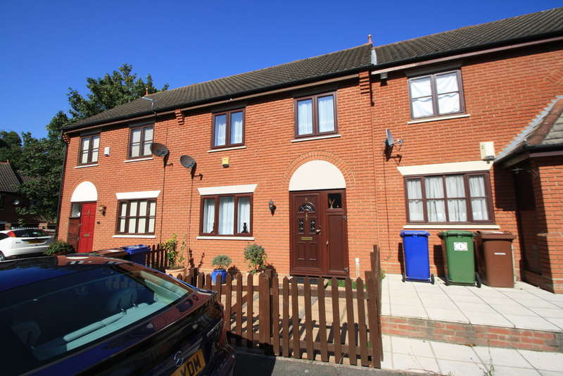3 Bedrooms Terraced House for sale in Church Hollow, Purfleet