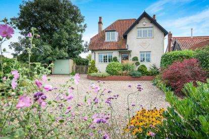 3 Bedrooms Detached House for sale in Fundenhall, Norwich, Norfolk