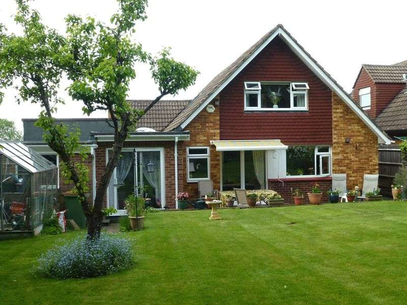 4 Bedrooms Detached House for sale in BOOKHAM - SPACIOUS 4 BED * 3 REC * 3 BATH/SHOWER * CHALET STYLE HOUSE