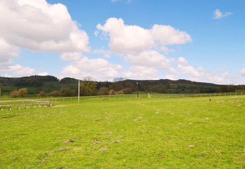 4 Bedrooms Detached House for sale in Old Ty Hir Farm, Chester Road, Llandegla, Wrexham LL11 3AH