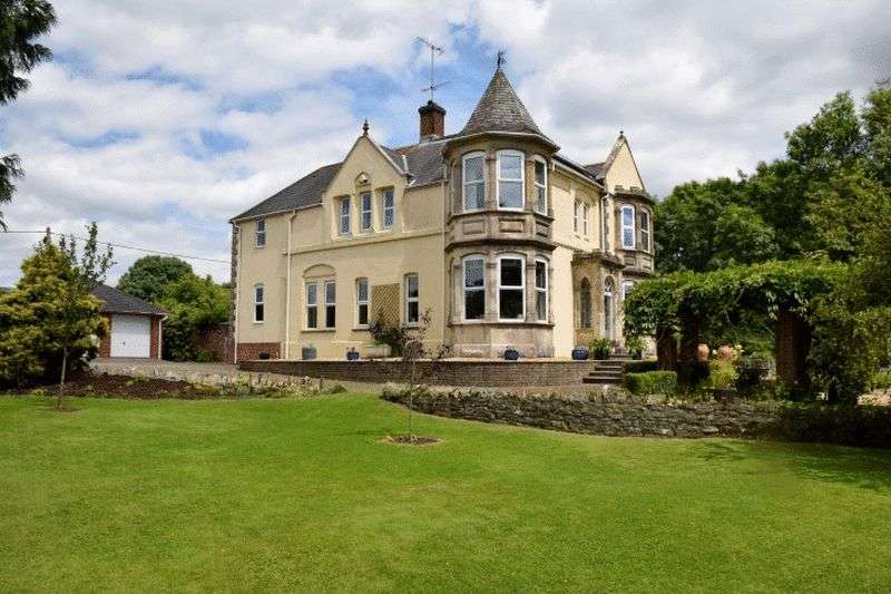 5 Bedrooms Detached House for sale in Enchanting family house, bed & breakfast or possible flats