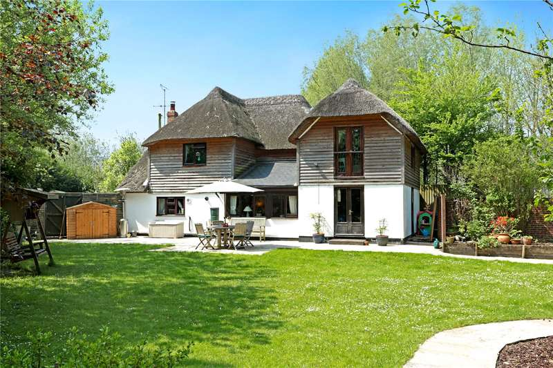 4 Bedrooms Detached House for sale in Swan Road, Pewsey, Wiltshire, SN9