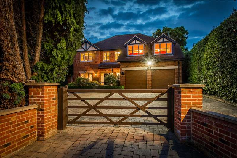 5 Bedrooms Detached House for sale in Woodham Road, Horsell, Surrey, GU21