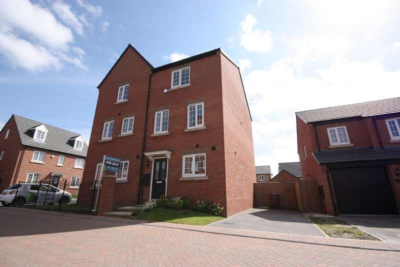 4 Bedrooms Semi Detached House for sale in Jubilee Gardens, Great Preston, Leeds